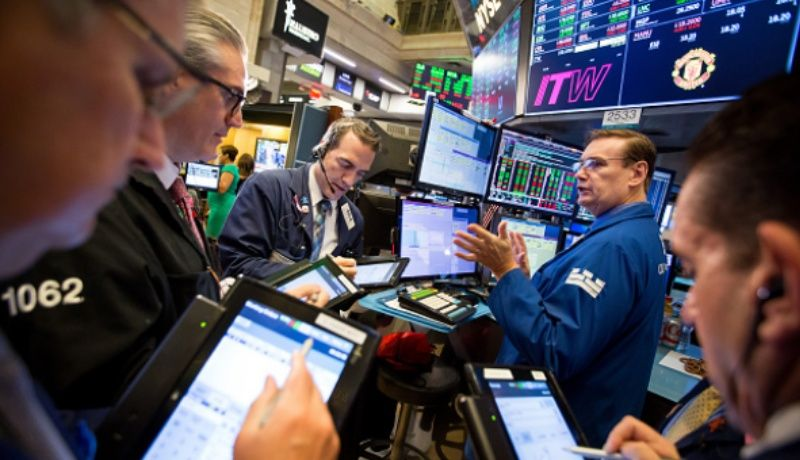 Wall Street, en terreno mixto a media sesión