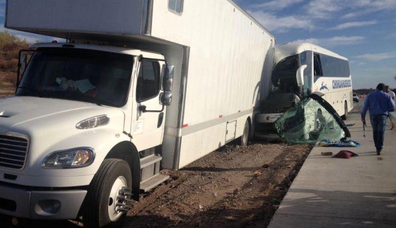 Se impacta camión de pasajeros contra torton en tramo Guaymas-HMO