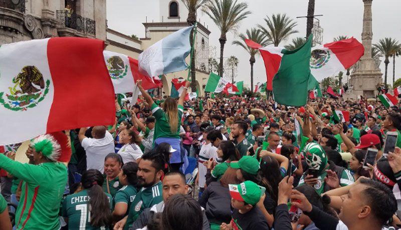 Image result for mexicanos celebrando los angeles