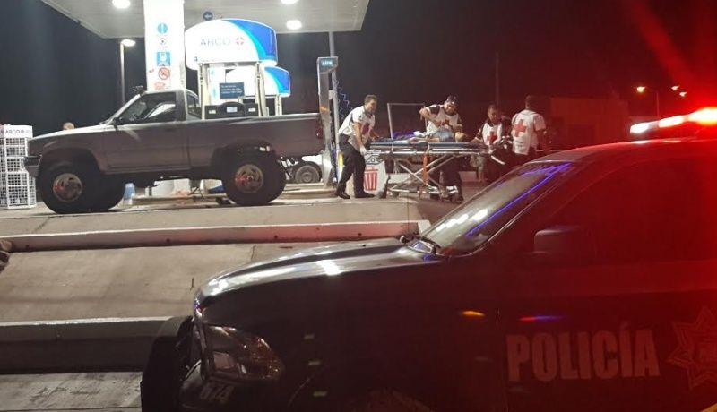 Ejecutan a dos hombres en gasolinera de Guaymas bb18586a711