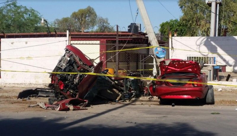 Fallece lesionado en aparatoso accidente; el auto se partió en dos
