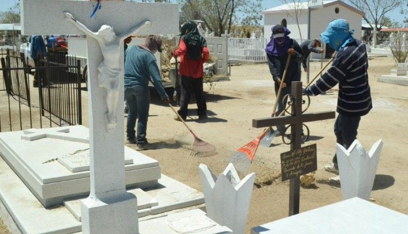 Prohíben anunciar en cartulinas servicio de limpieza de tumbas