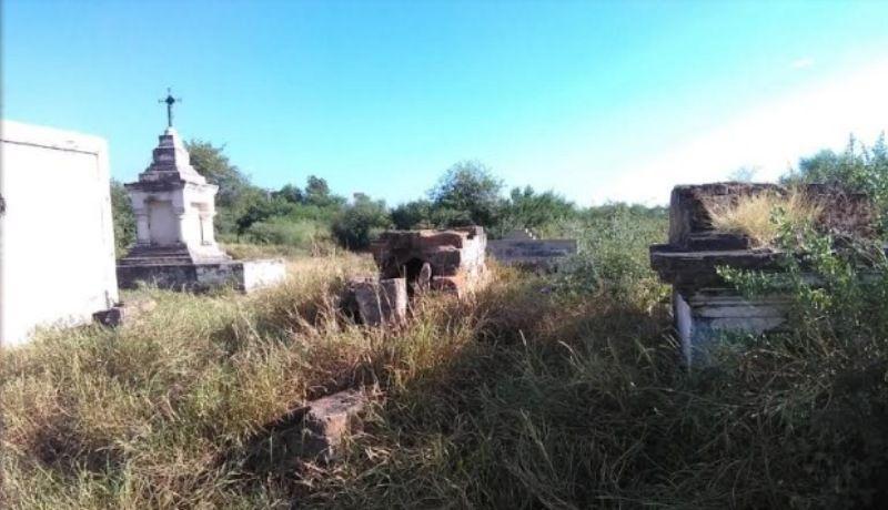 Limpian tumbas históricas en Navojoa