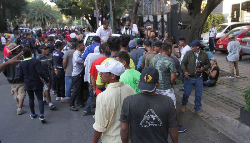 Representantes de ONU reciben a integrantes de caravana de migrantes