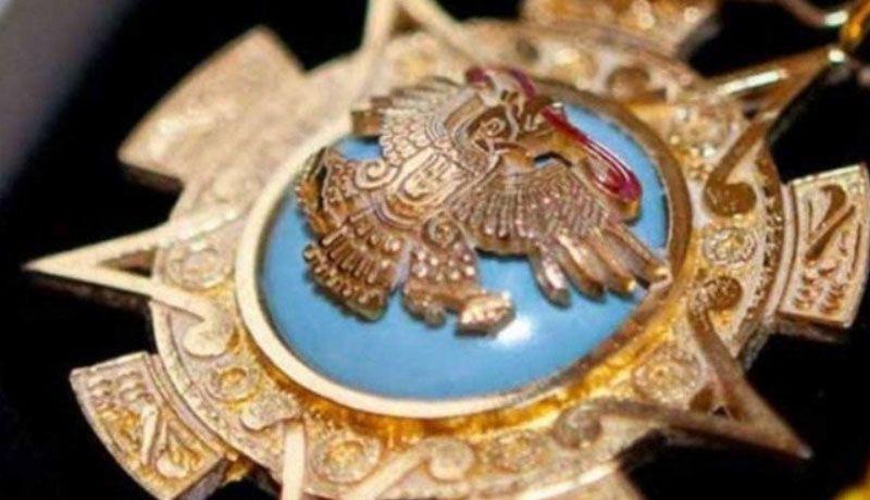 peña nieto condecora a empresario de eua con orden del Águila azteca