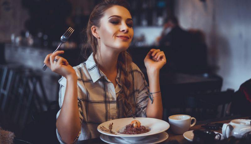 Mujeres Aceptan Citas Con Hombres Para Comer Gratis Revela