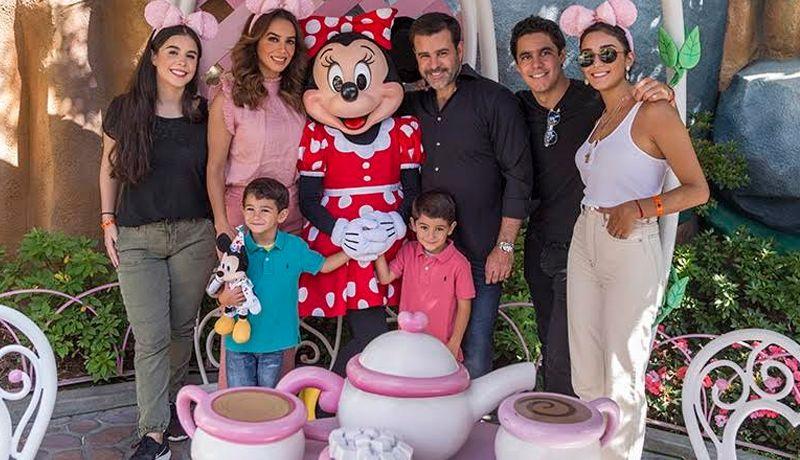 Familia Capetillo celebra 25 años de matrimonio en Disney