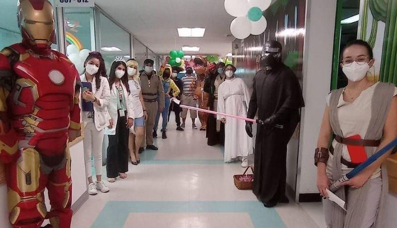 Personal médico sorprende a niñas y niños del HIES en su día