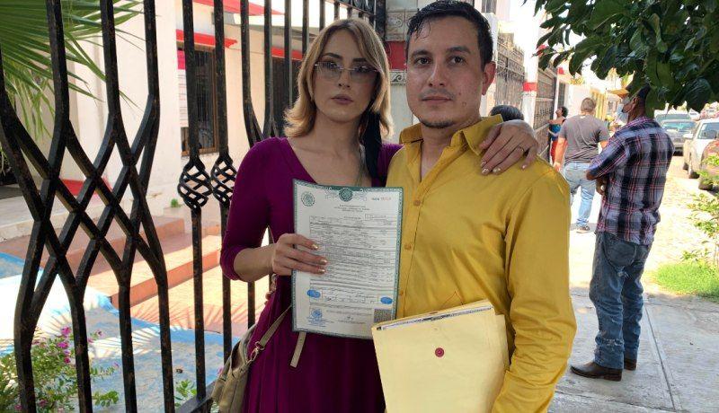 Sol y Jesús, primer matrimonio en Sonora tras rectificación de género
