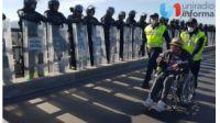 Migrantes se manifiestan; autoridades impiden acceso a El Chaparral