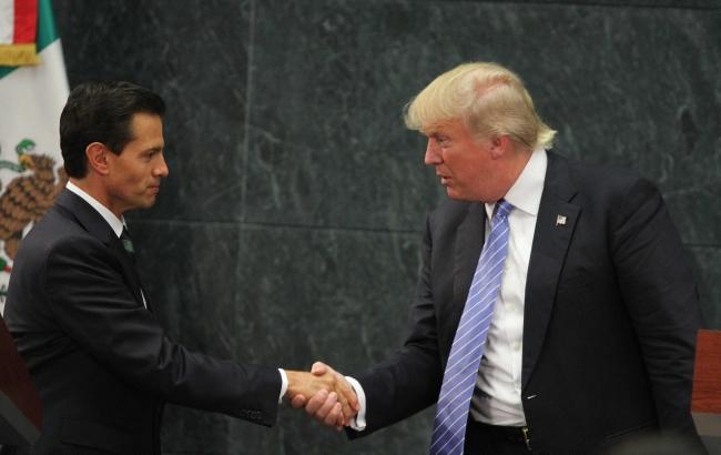 De regreso en EU, Trump presume que México pagará por el muro