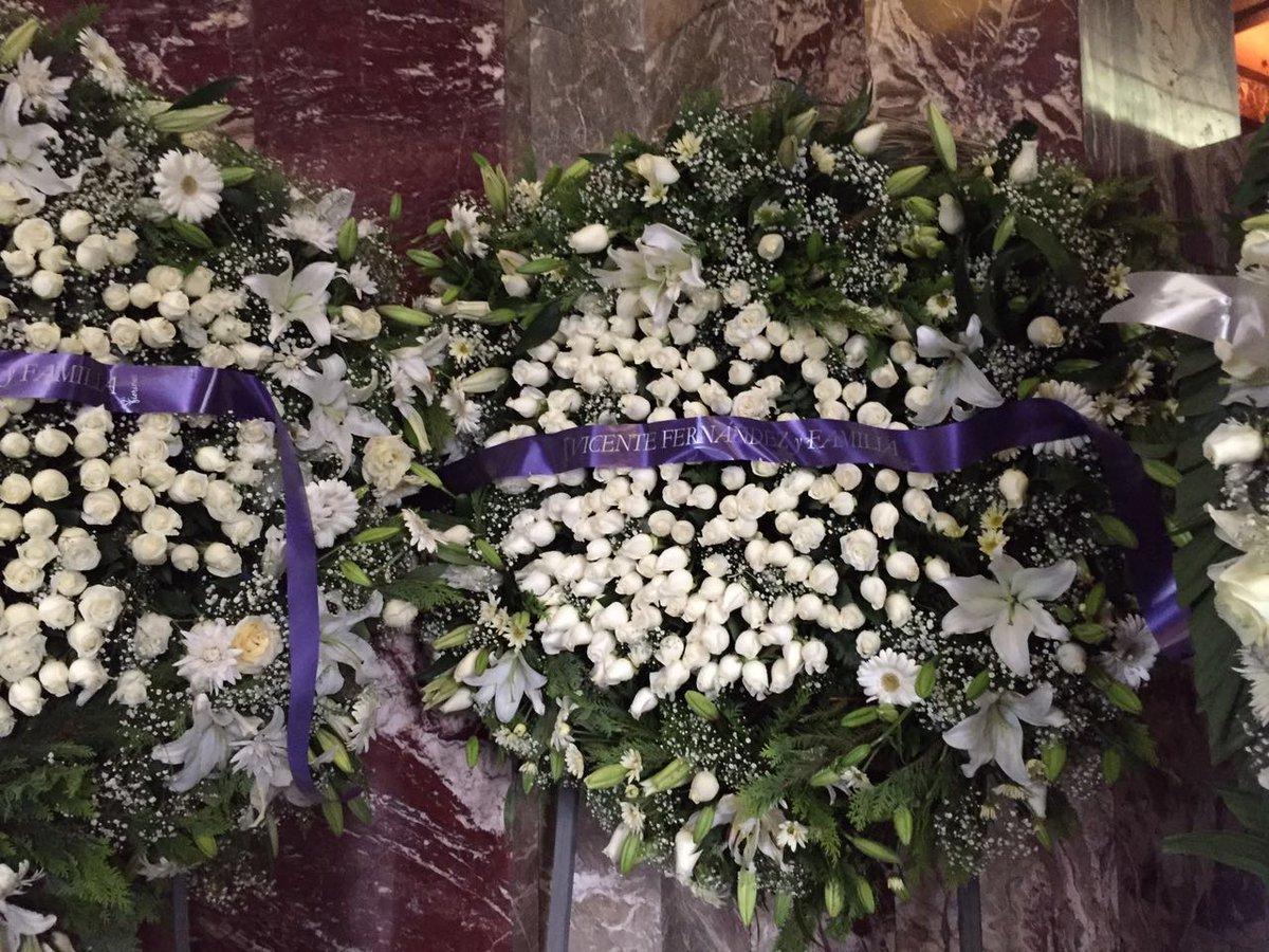 Concluye homenaje; 700 mil despiden a Juan Gabriel en Bellas Artes