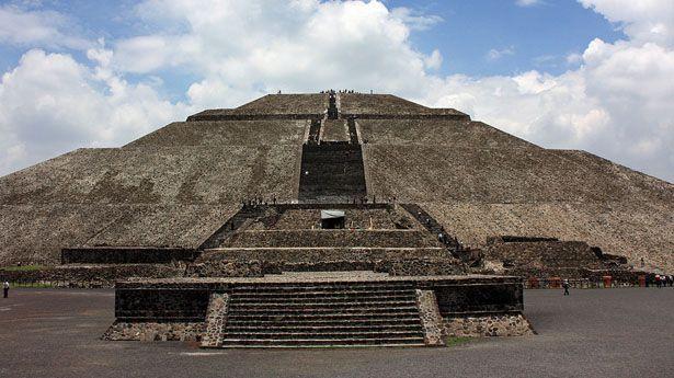 Muere turista al caer de la Pirámide del Sol en Teotihuacan